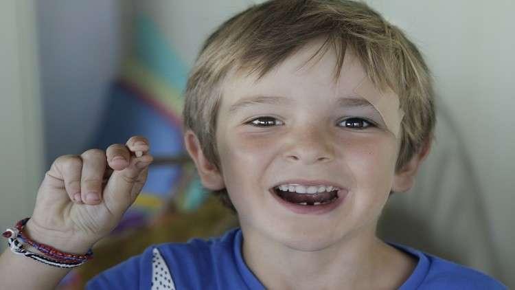 الاحتفاظ بالأسنان اللبنية قد ينقذ حياة طفلك في المستقبل!