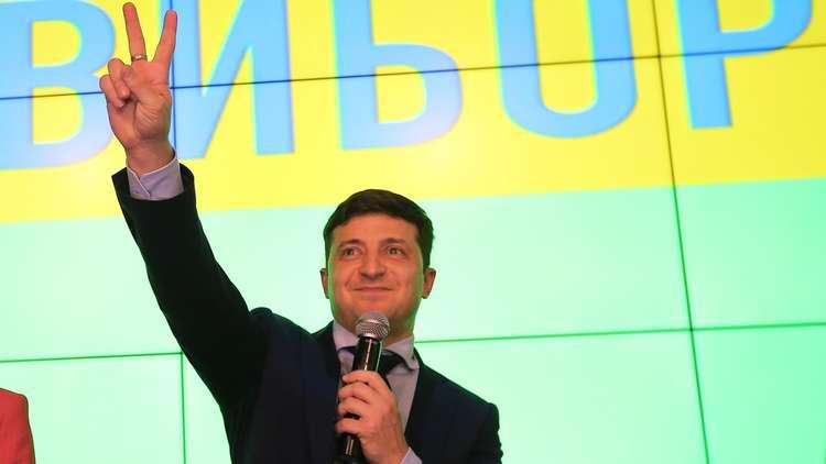 حملة زيلينسكي الانتخابية تعلن استعداده للمفاوضات مع بوتين وترامب