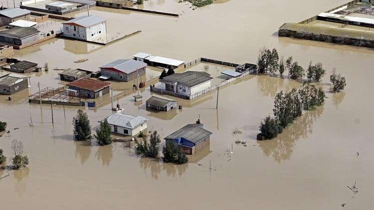 الفيضانات تغمر القرى في عدد من محافظات إيران