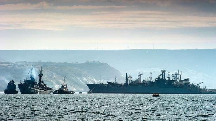 سفن لأسطول البحر الأسود الروسي في خليج سيفاستوبول قبال سواحل شبه جزيرة القرم