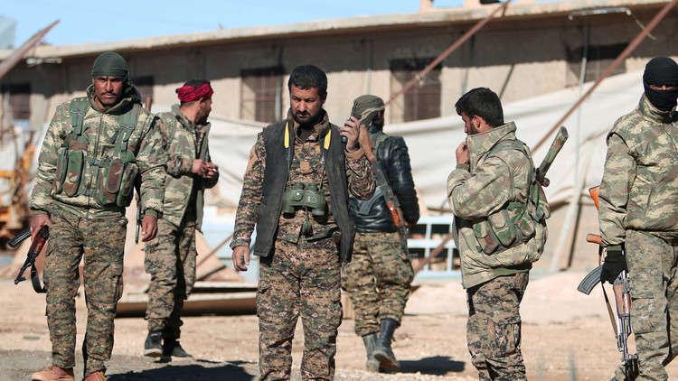 مقاتلون تابعون لقوات سوريا الديمقراطية