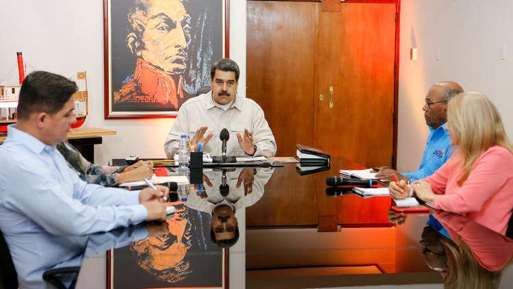 مادورو يدعو الحكومة لاستخدام