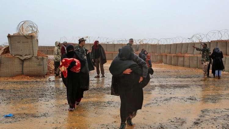 الدفاع الروسية: خروج 985 مدنيا من مخيم الركبان للنازحين جنوب سوريا أمس