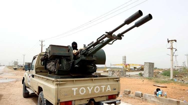 قصف جوي واشتباكات عنيفة في محيط العاصمة طرابلس