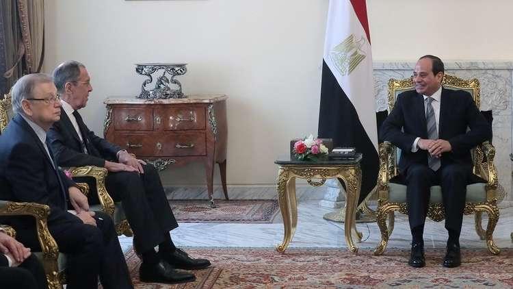 الرئيس المصري، عبد الفتاح السيسي، خلال لقائه في القاهرة وزير الخارجية الروسي، سيرغي لافروف، يوم 6 أبريل 2019