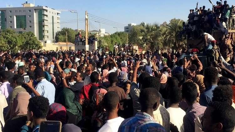 السودان.. مقتل طبيب في الاحتجاجات بأم درمان
