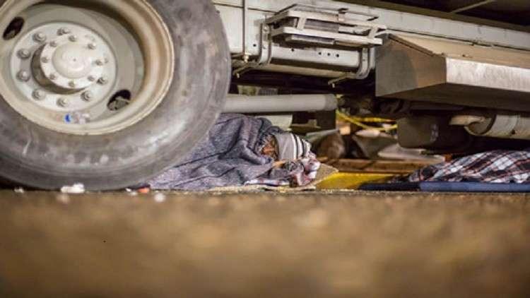 مهاجرون عراقيون بشاحنة في قاعدة جوية أمريكية