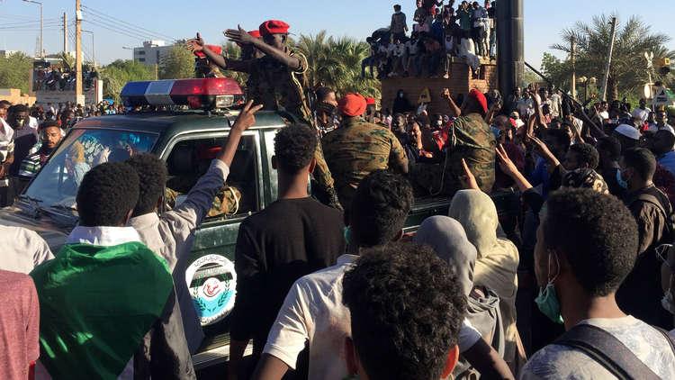 السودان.. سقوط 7 قتلى بينهم عسكريون خلال محاولة فض اعتصام المتظاهرين