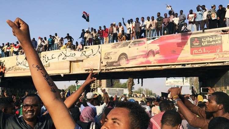 اعتصام أمام وزارة الدفاع في الخرطوم، السودان، 8 أبريل 2019
