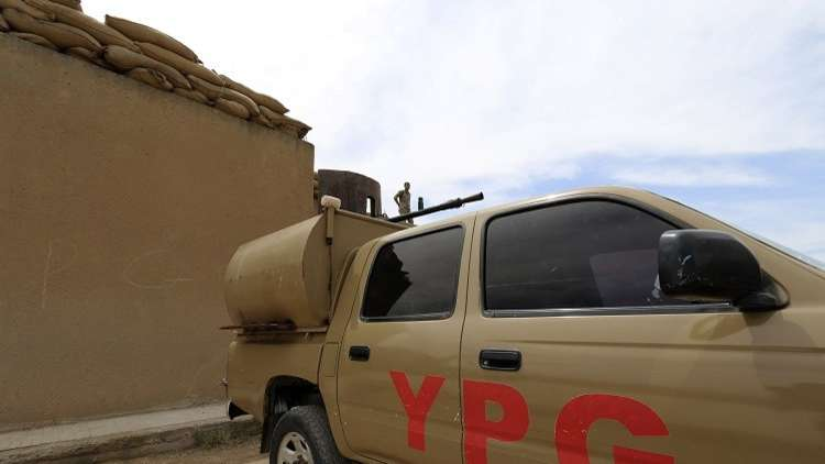 أرشيف - نقطة عسكرية تابعة لوحدات حماية الشعب الكردي (YPG) في بلدة القحطانية بمحافظة الحسكة 11 مايو 2014