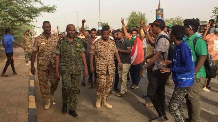 اعتقال العديد من المسؤولين السودانيين المقربين من الرئيس البشير!