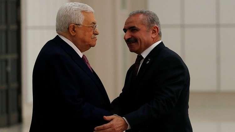 الرئيس الفلسطيني محمود عباس ورئيس حكومته الجديد محمد أشتية