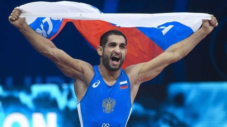 روسيا تتوّج بذهبيتين في بطولة أوروبا للمصارعة الرومانية (فيديو)