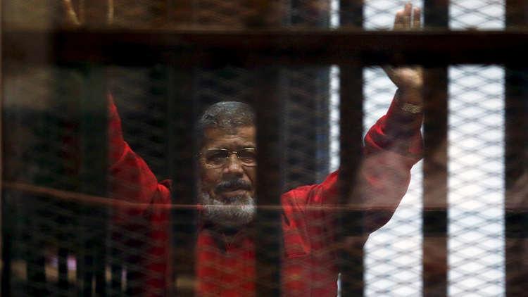 محمد مرسي وراء القضبان