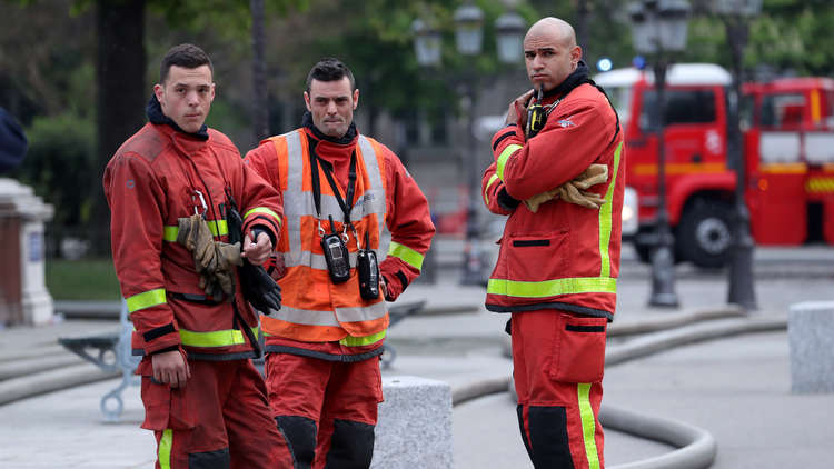 باريس: حريق  كاتدرائية نوتردام أخمد نهائيا!
