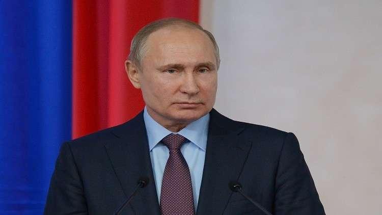 الكرملين: بوتين عبّر لماكرون عن تضامنه واقترح إرسال خيرة المرممين الروس إلى باريس