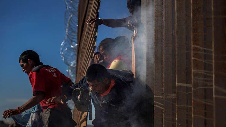 صحيفة أمريكية: جدار على الحدود مع المكسيك بدلا من بناء كاسحات جليد جديدة