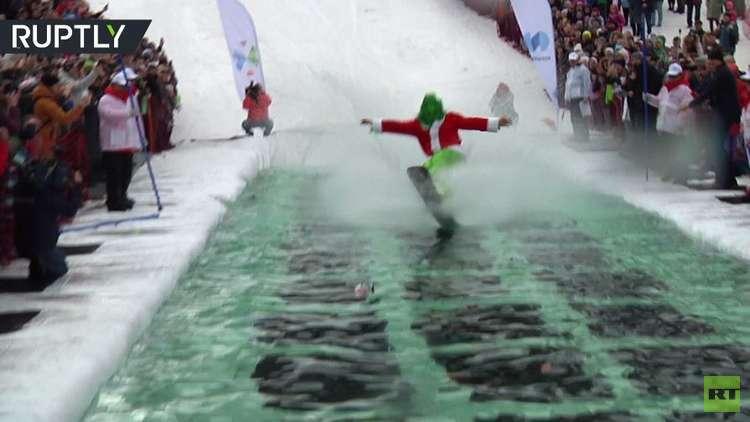 مسابقة غريبة.. هل تستطيع التزحلق على الثلج والماء؟