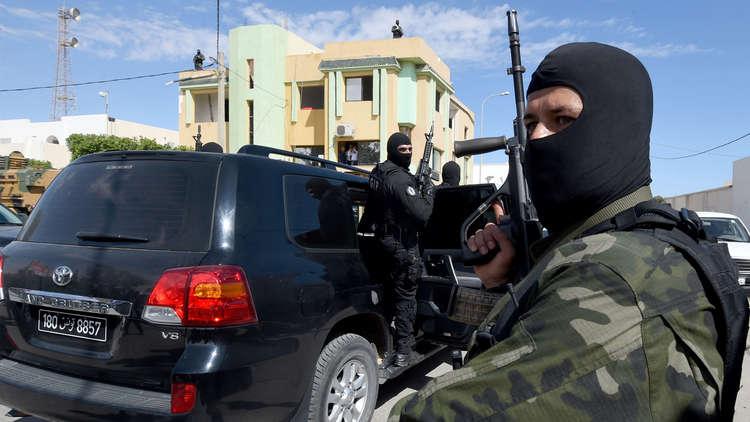 روايتان متناقضتان عن دخول المسلحين الفرنسيين إلى تونس وأهدافهم