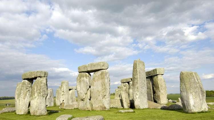 من بنى نصب ستونهنج الشهير؟