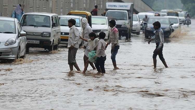 مصرع 31 شخصا بأمطار غزيرة وعاصفة ترابية في الهند
