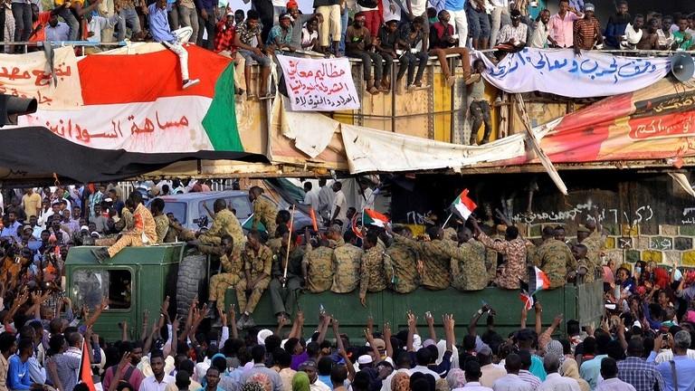 المعارضة السودانية تطالب المجلس العسكري بتشكيل مجلس رئاسي مختلط وحكومة مدنية وبرلمان