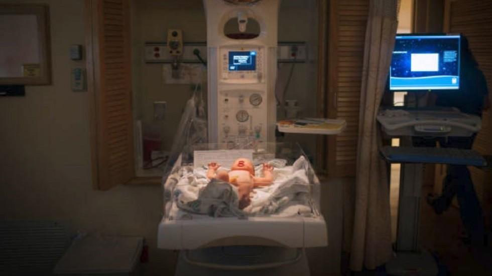 طفل يولد دون جلد يغطي جسمه!