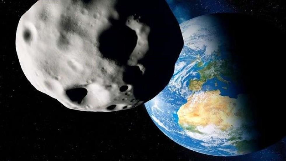 كويكب يتخطى القمر ويزور الأرض غدا