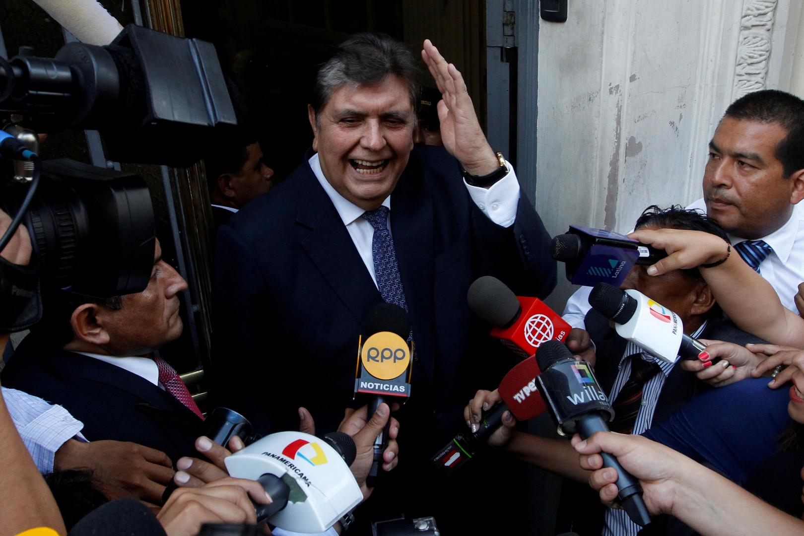 انتحار رئيس بيرو الأسبق آلان غارسيا أثناء محاولة اعتقاله