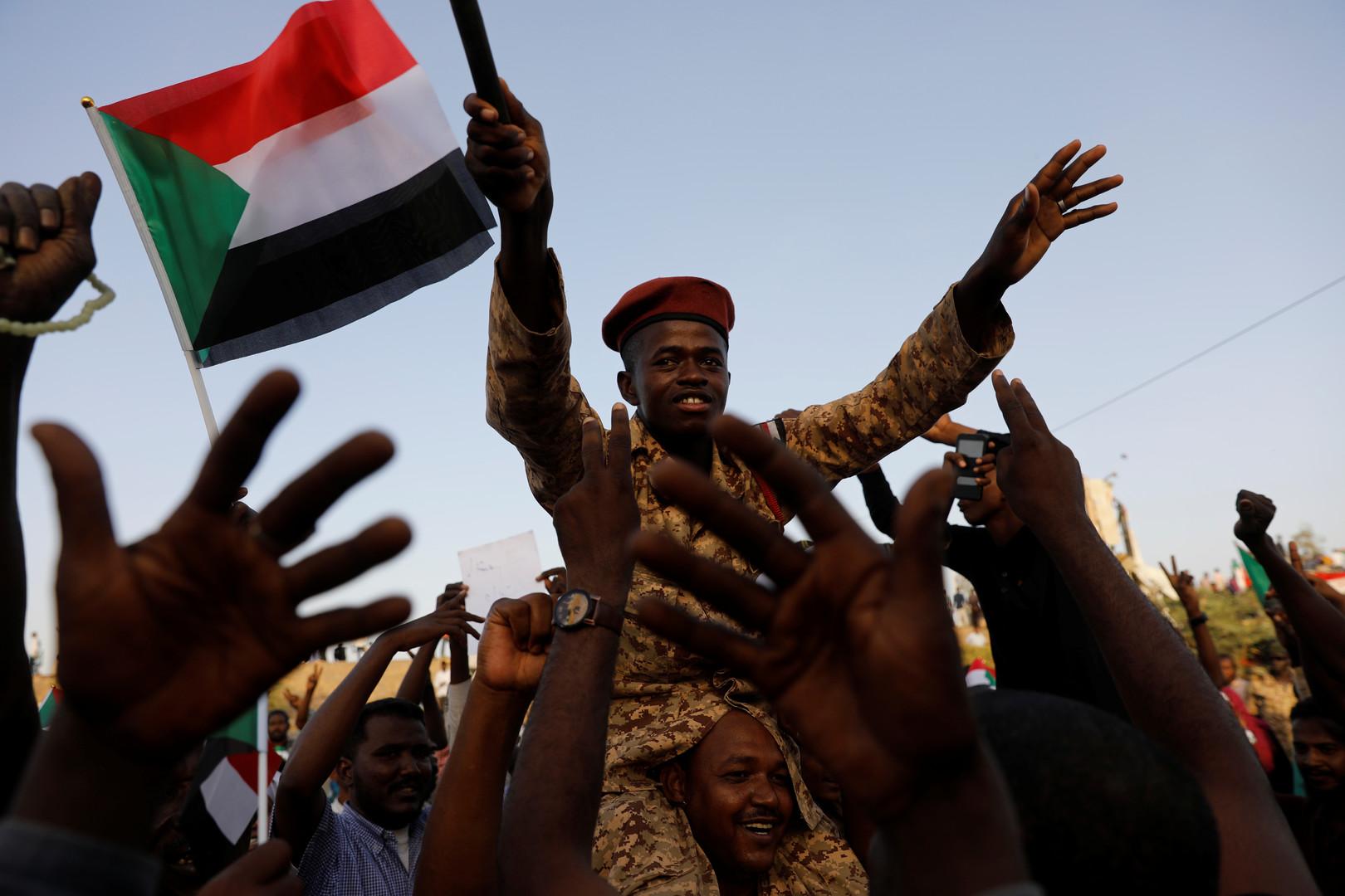 السودان: النظام مات، يعيش النظام