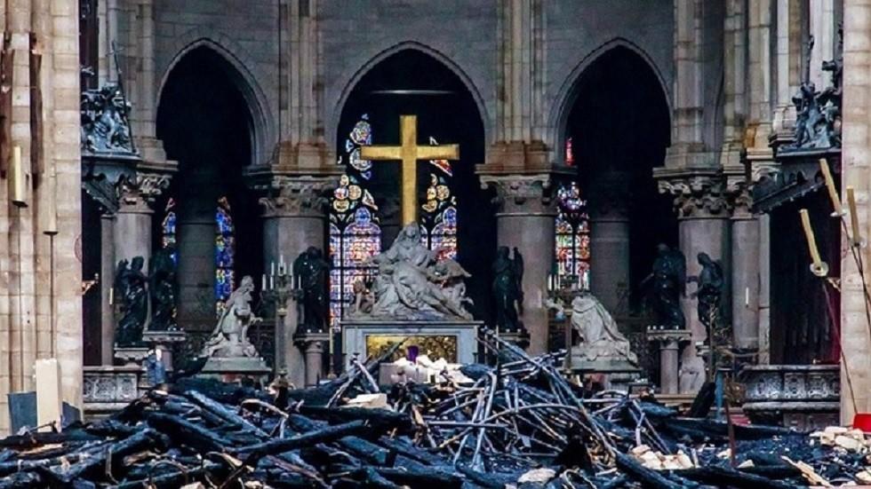 كاتدرائية نوتردام عقب الحريق