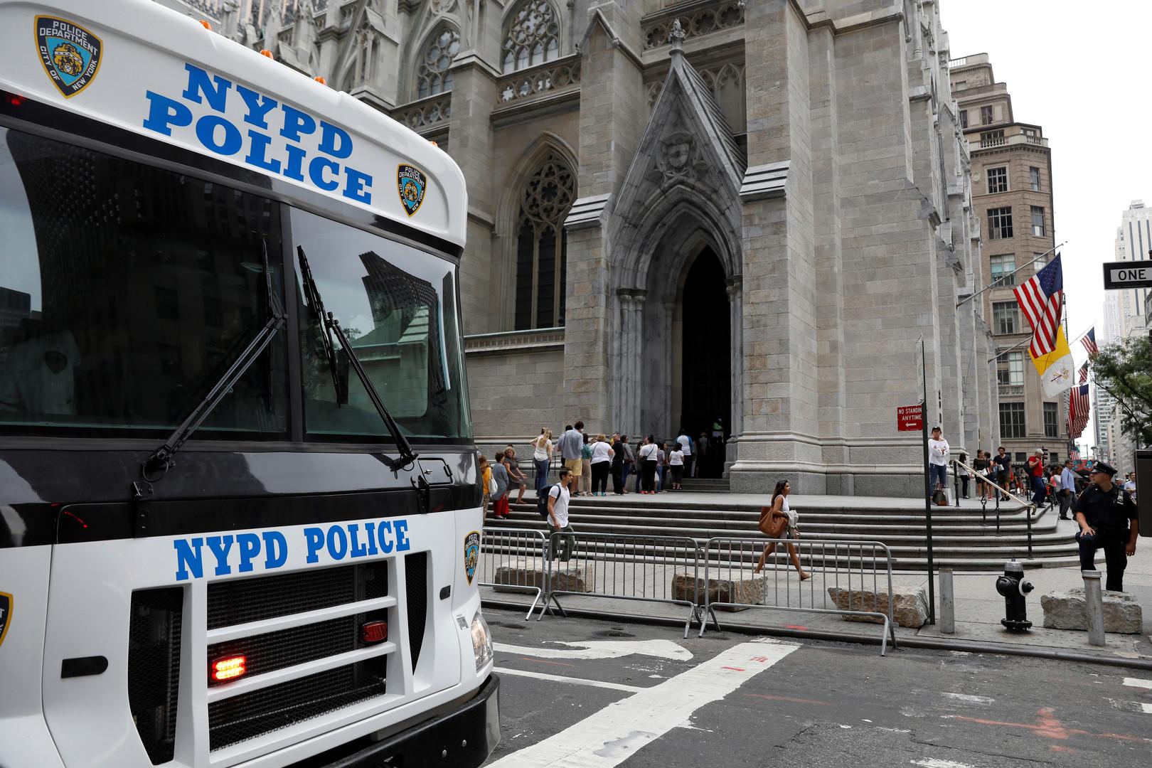 بعد أيام من حريق نوتردام.. اعتقال شخص يحمل مواد قابلة للاشتعال داخل كاتدرائية في نيويورك