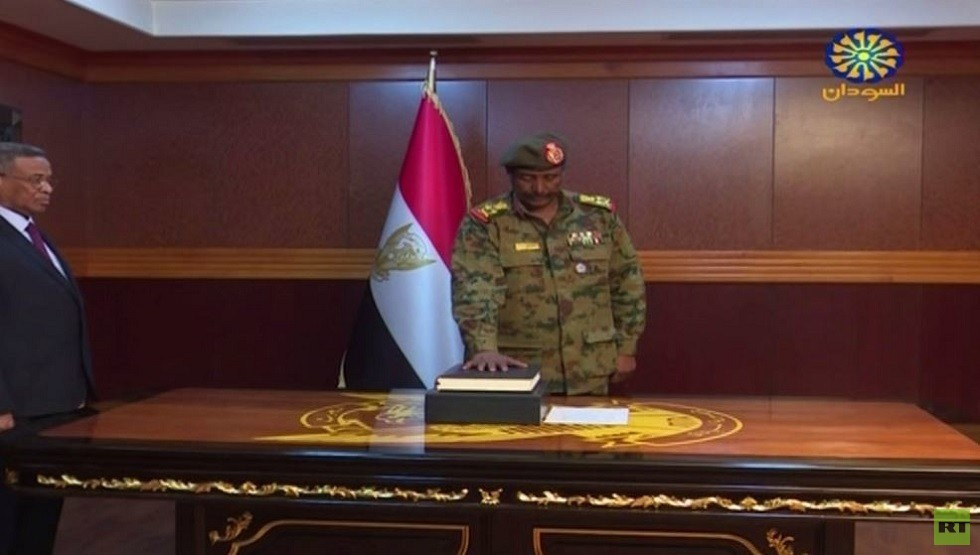 السودان.. المجلس الانتقالي يعفي وكيل وزارة الخارجية من منصبه على خلفية زيارة وفد قطر