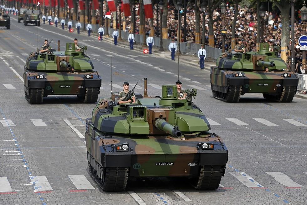 فرنسا تدفع بـ 4 دبابات و20 مدرعة و300 جندي إلى حدود روسيا في البلطيق