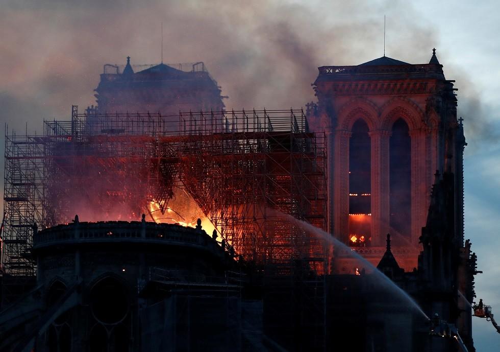 احتراق كاتدرائية نوتردام في باريس، 15 أبريل 2019