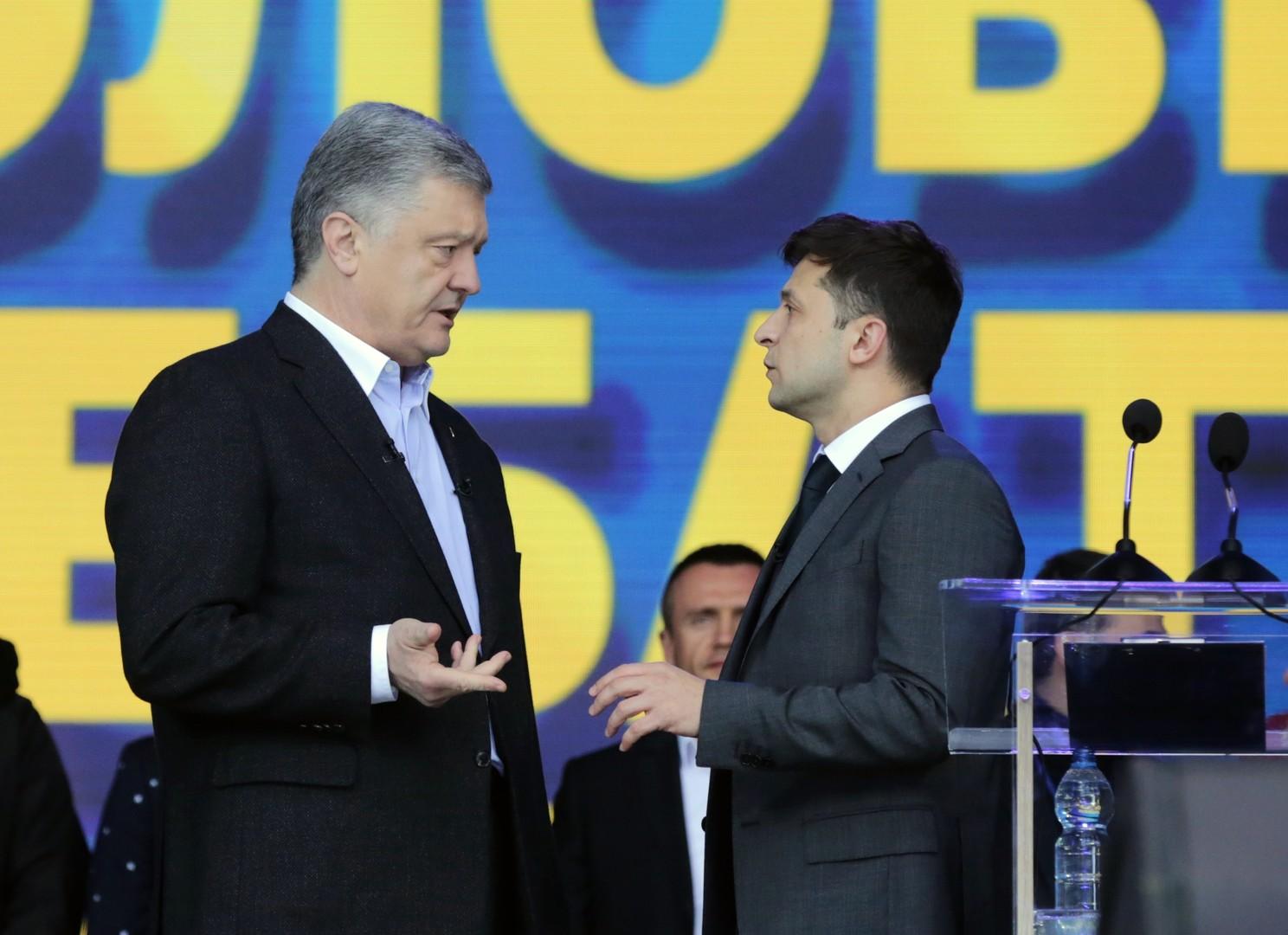 المناظرة بين بيترو بوروشينكو ومنافسه فلاديمير زيلينسكي