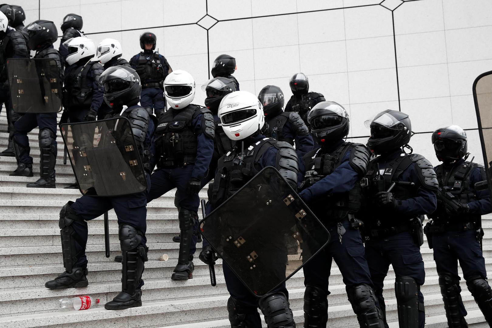عناصر من شرطة مكافحة الشغب الفرنسية في باريس