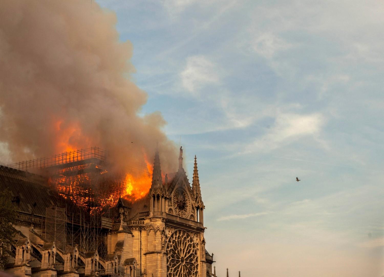 الحريق بكاتدرائية نوتردام في باريس