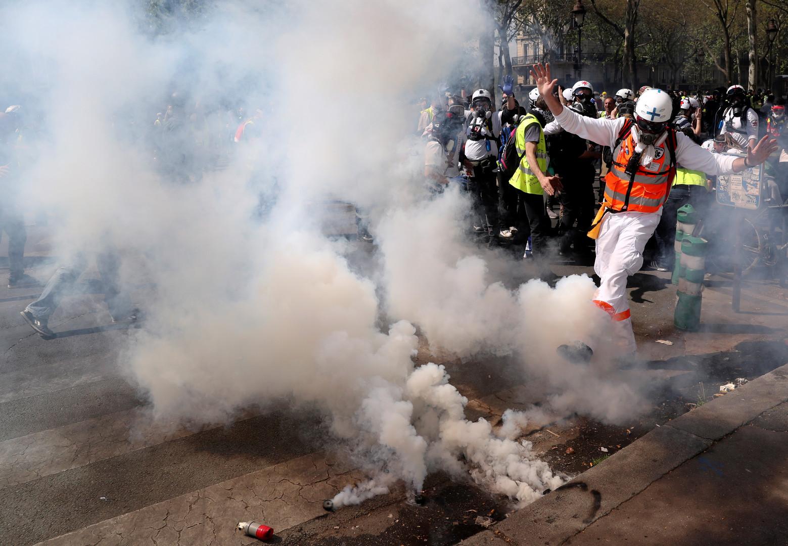 الداخلية الفرنسية: نحو 28 ألف شخص شاركوا في احتجاجات السترات الصفراء أمس السبت