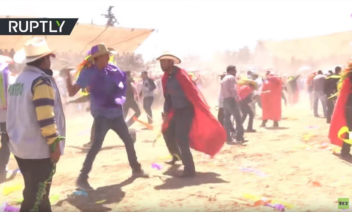 فيديو.. مكسيكيون يجلدون بعضهم البعض لتطهير أنفسهم من الخطيئة!