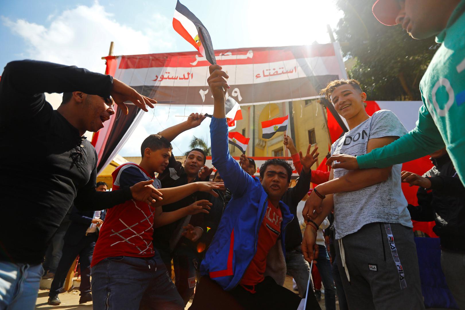 مشاركون في الاستفتاء حول التعديلات الدستورية في مصر