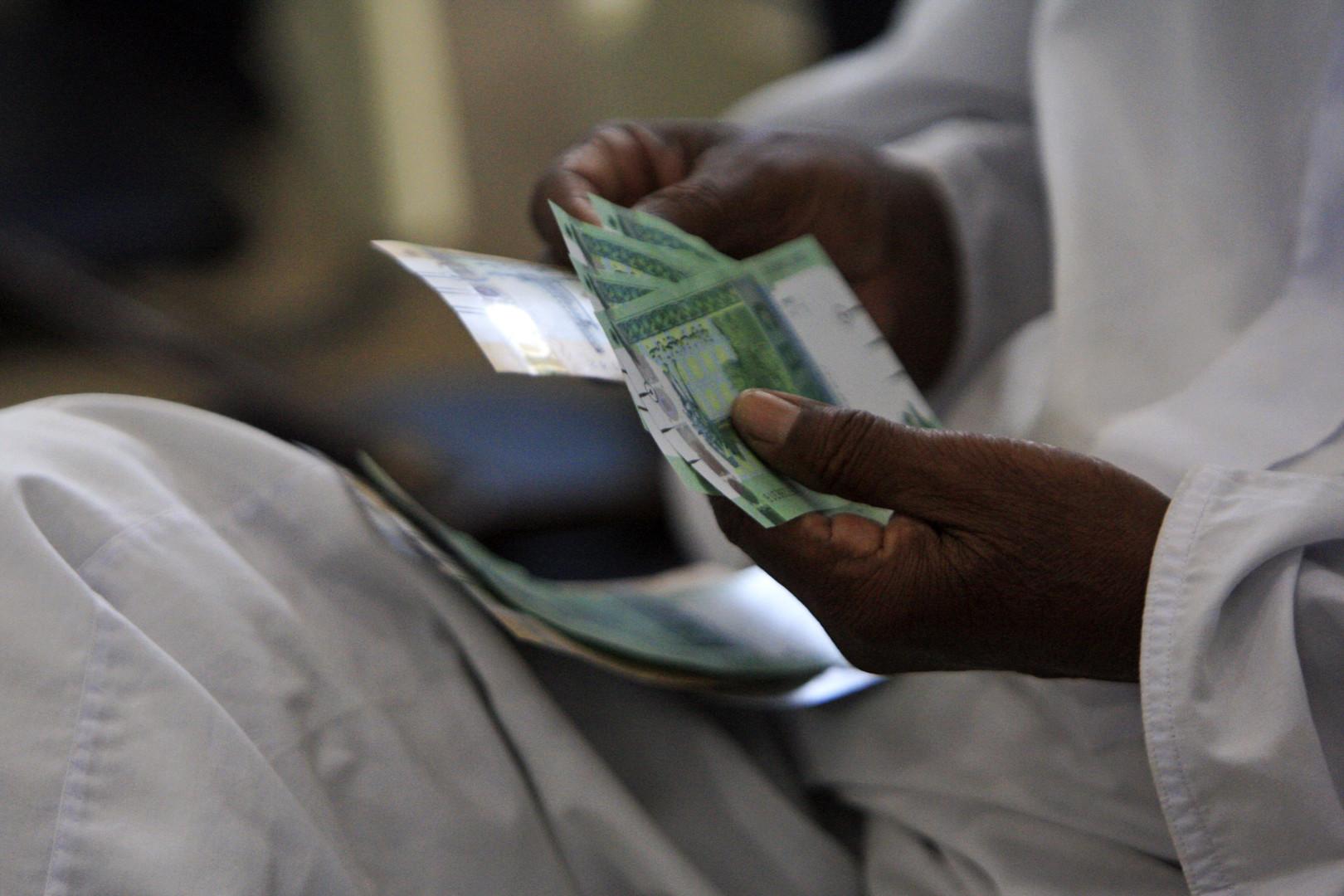 المركزي السوداني يقرر خفض الدولار التأشيري