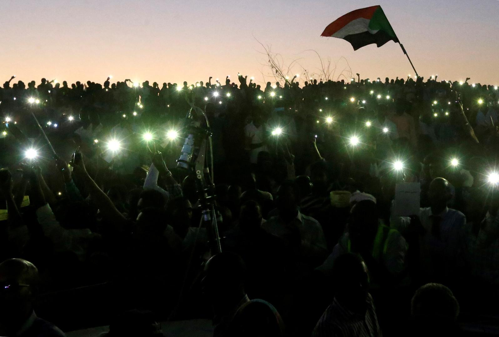 قادة المحتجين في السودان: سنعلن تشكيلة هيئة سلطة مدنية خلال أيام ولن نقبل تمديد حكم العسكر