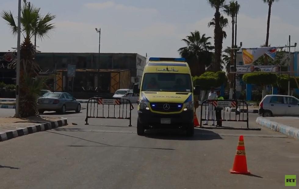 سيارة إسعاف تنقل عجوزا مصرية لمسافة 80 كيلومترا لتدلي بصوتها في الاستفتاء