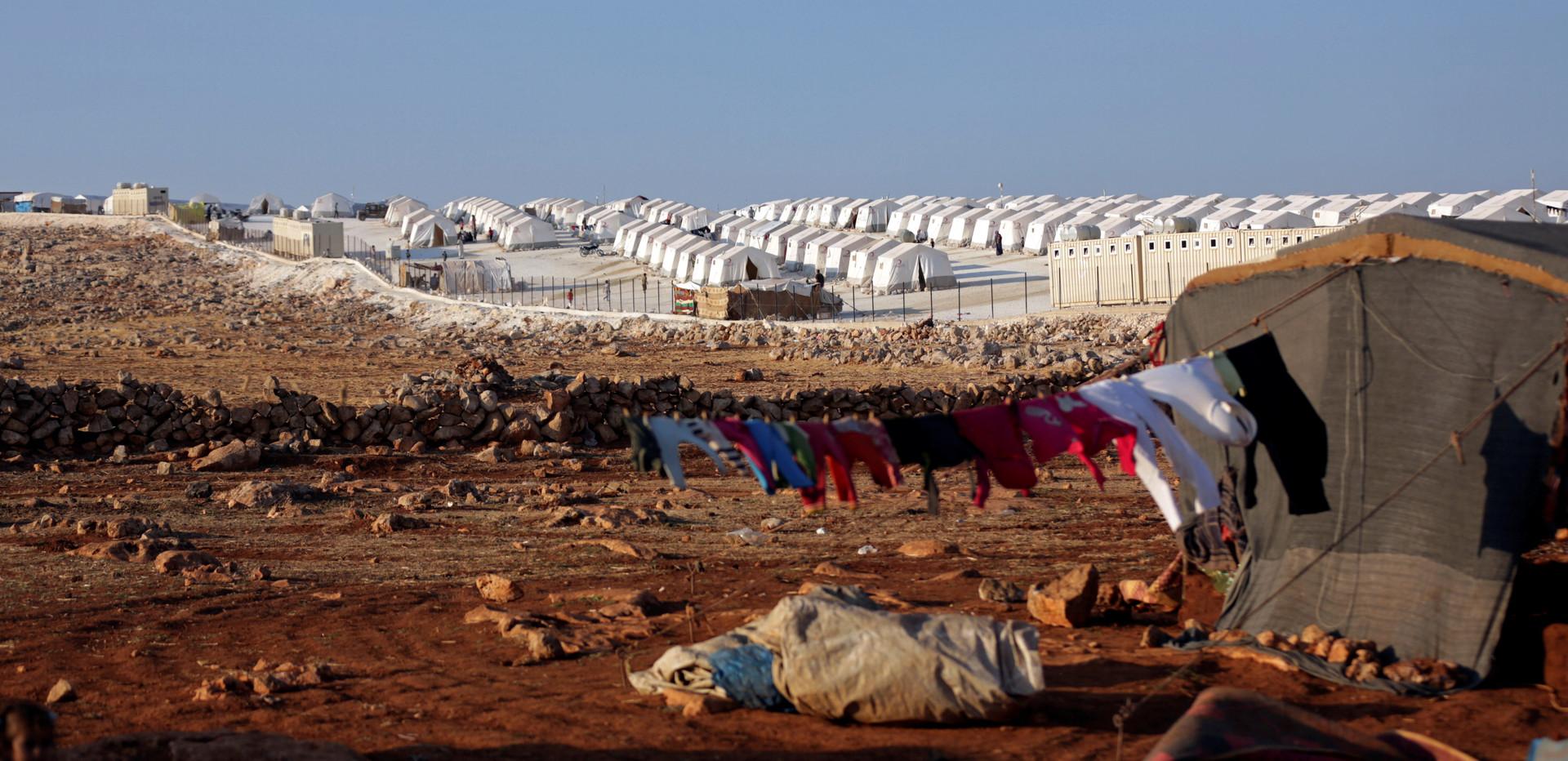 الدفاع الروسية: واشنطن تتبع سياسة معسكرات الاعتقال في مخيم الركبان