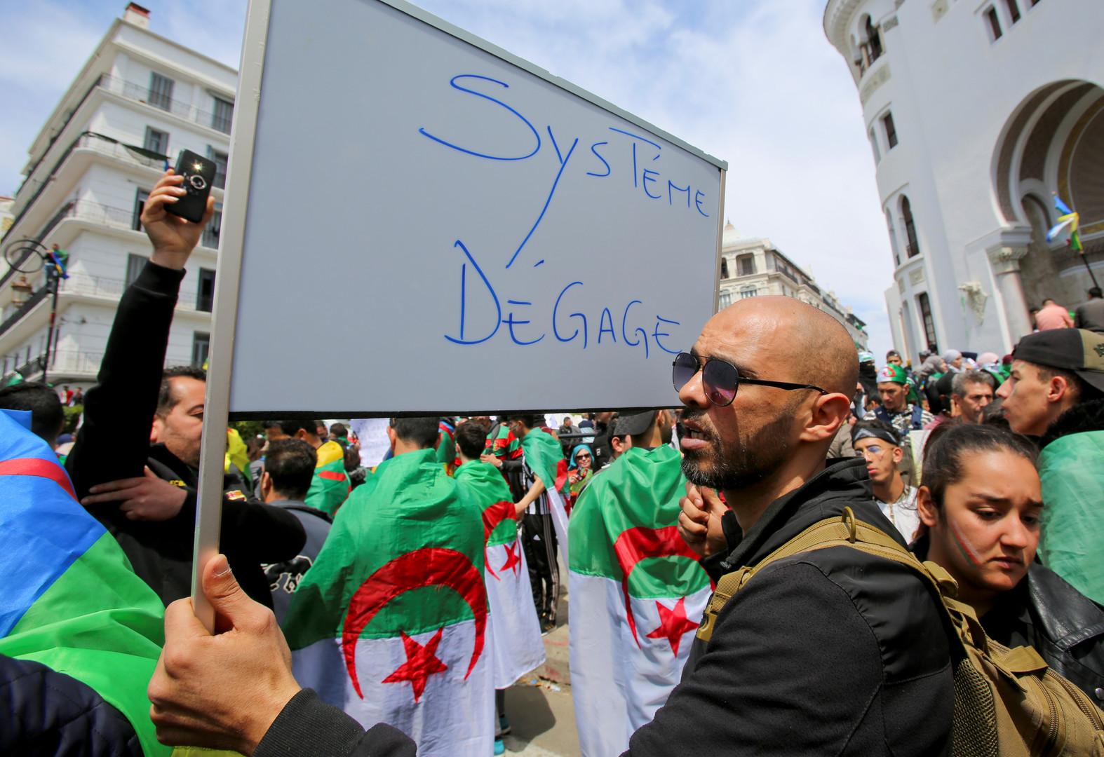 الجزائر.. التحقيق مع 5 رجال أعمال مقربين من بوتفليقة في قضايا فساد