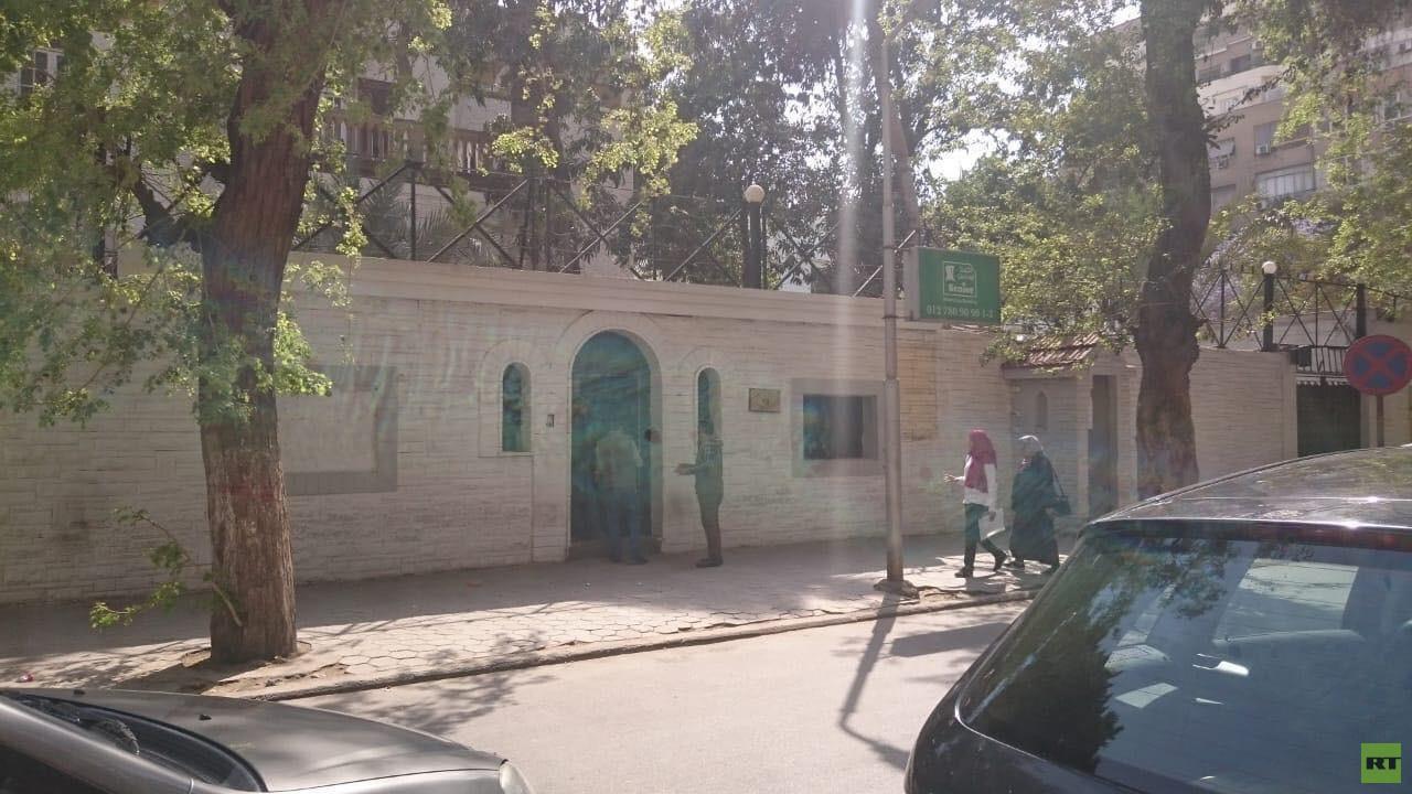مصادر لـRT: لا صحة لأنباء غلق السفارة الليبية لدى مصر وتعارك أنصار حفتر والسراج بداخلها