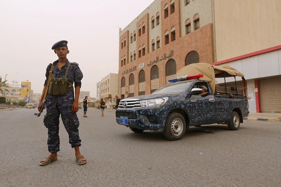 عنصر من شرطة الحوثيين - أرشيف -