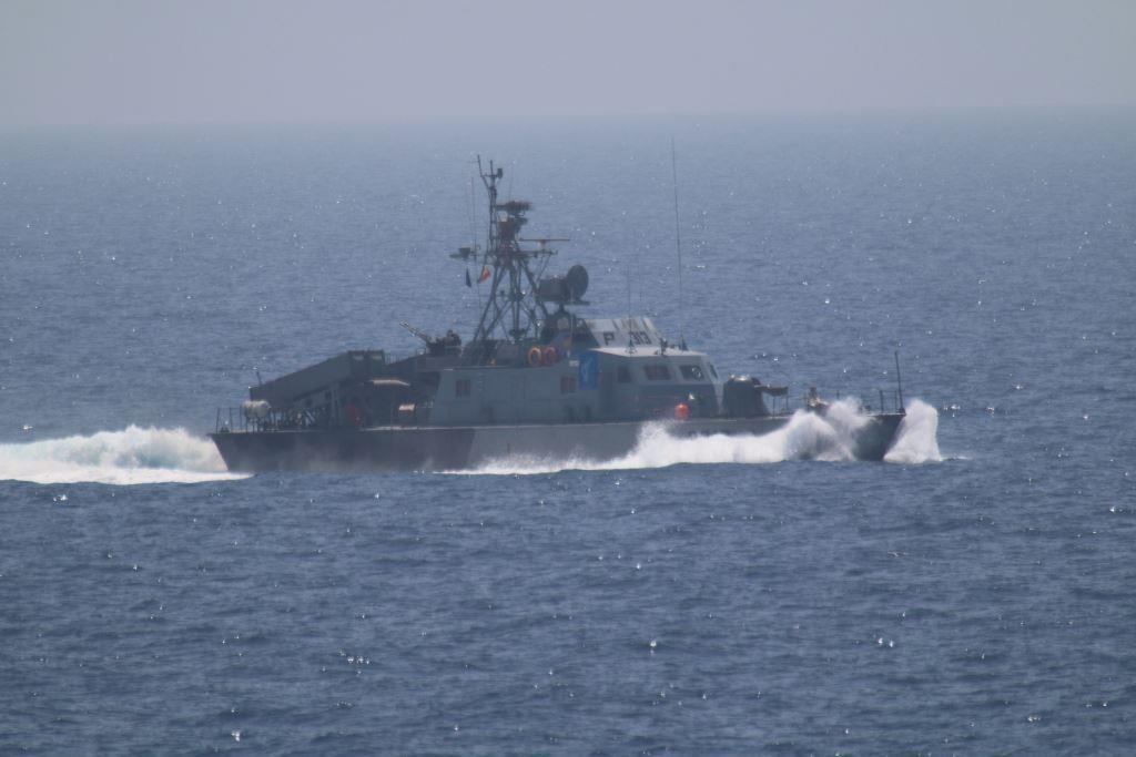 زورق عسكري إيراني في مياه مضيق هرمز (أرشيف)