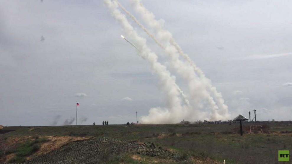 شاهد.. صواريخ اس-300 تطلق النار